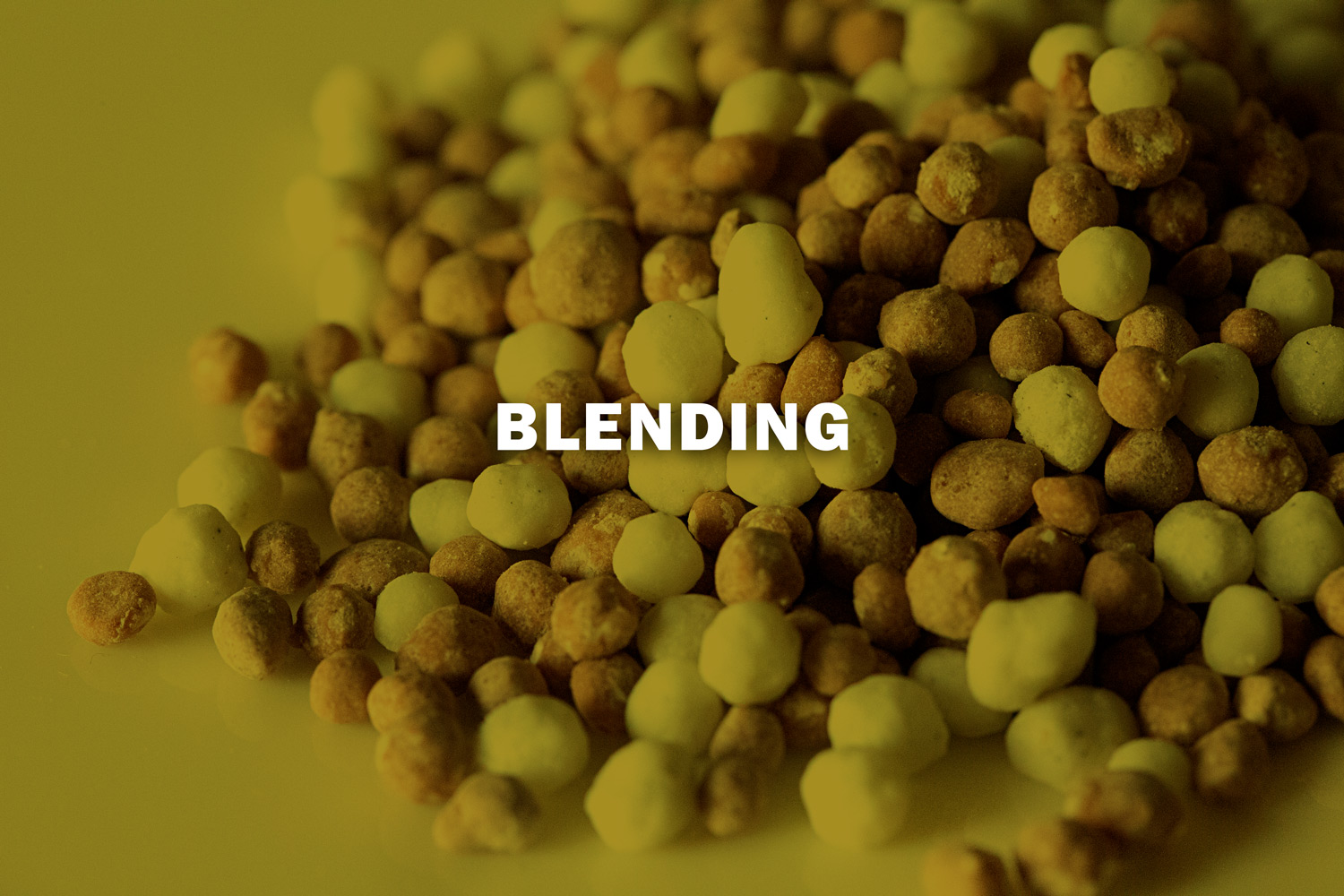 - Blended fertilizers are physical mixtures of different raw materials, without a chemical reaction, but which contain two or three main nutrients in their composition.